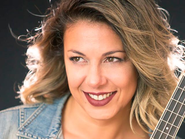 Música na praça com Luiza Balsini