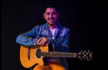 Ruan Machado e os Bacanas encerram setembro com muita música boa no Center Shopping Araranguá