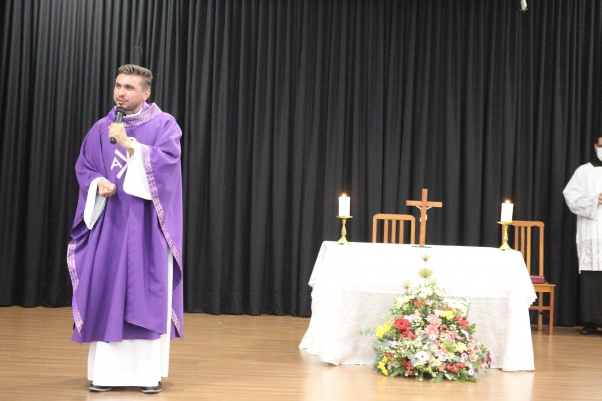 Missa em Ação de Graças é celebrada no Auditório Plínio Linhares do Center Shopping Araranguá